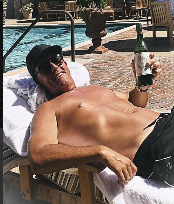 Soleil, piscine et grand cru bordelais... Phil Mickelson passe de meilleures vacances que vous !