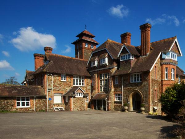 Qui veut un Château + Golf + Hôtel dans le sud de l'Angleterre ?