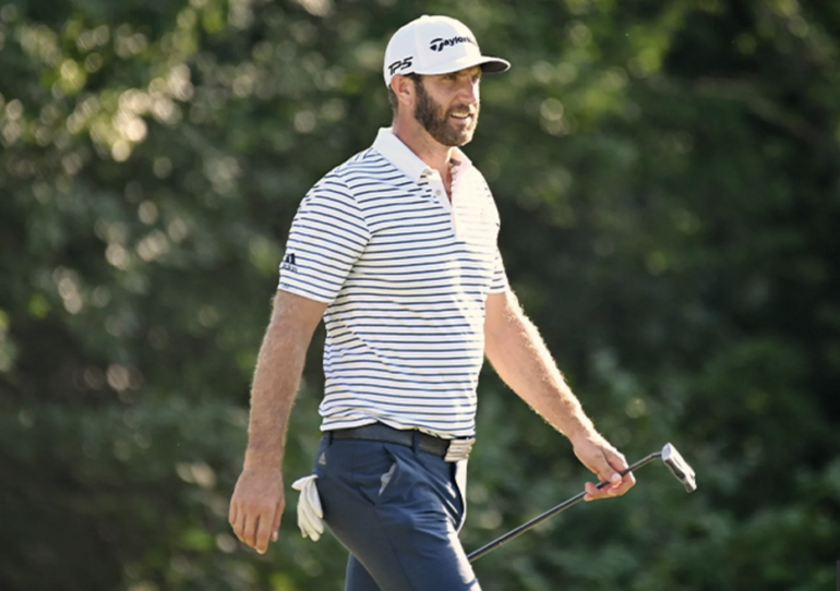 Dustin Johnson marche en avant