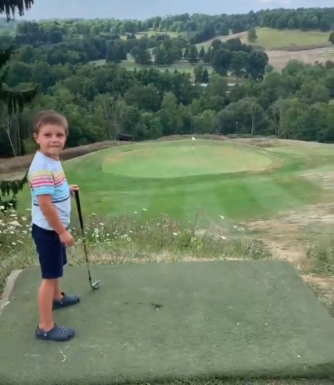 Hole in one à 4 ans