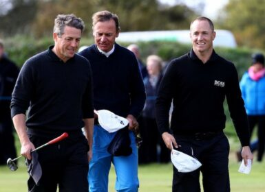 Alex Noren, Ernesto Bertarelli et Hugh Grant à St Andrews ©Ian Walton/Getty Images