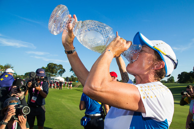 catriona matthew solheim cup victoire victory team trophy equipe ©LET:Tristan Jones